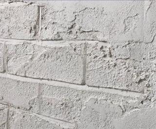 うま〜くヌレールDECOで成形した壁にもう一度、上塗り。レンガ調に仕上げた表情の上からかぶせるように塗りつけた立体的な壁。