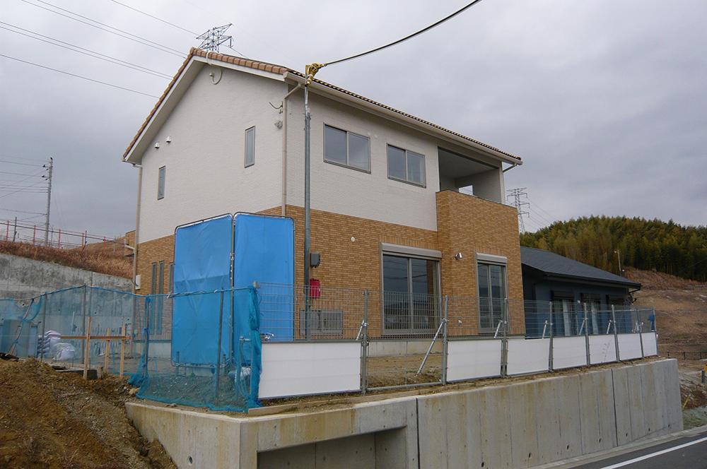 スライド・家・外観・念願かなった漆喰壁のマイホーム。