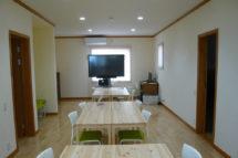 スライド・漆喰・広い部屋・140坪の新築住宅の壁を自分達の手で!