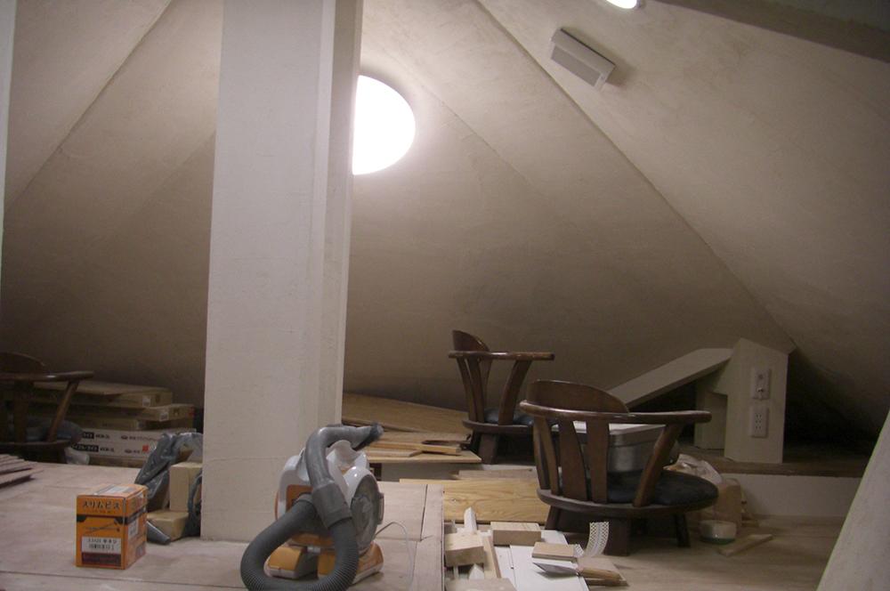 漆喰・屋根裏部屋・仕上がり・作品賞・入選作品②・何もなかった屋根裏が漆喰のプライベートルームに大変身!
