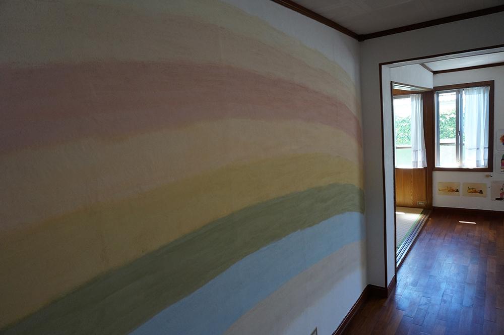 漆喰壁・レインボー・ヨガ教室の壁を美しい漆喰のグラデーションに。