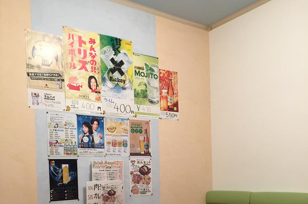 カラオケ部屋③・カラフルなカラオケルームに大変身。