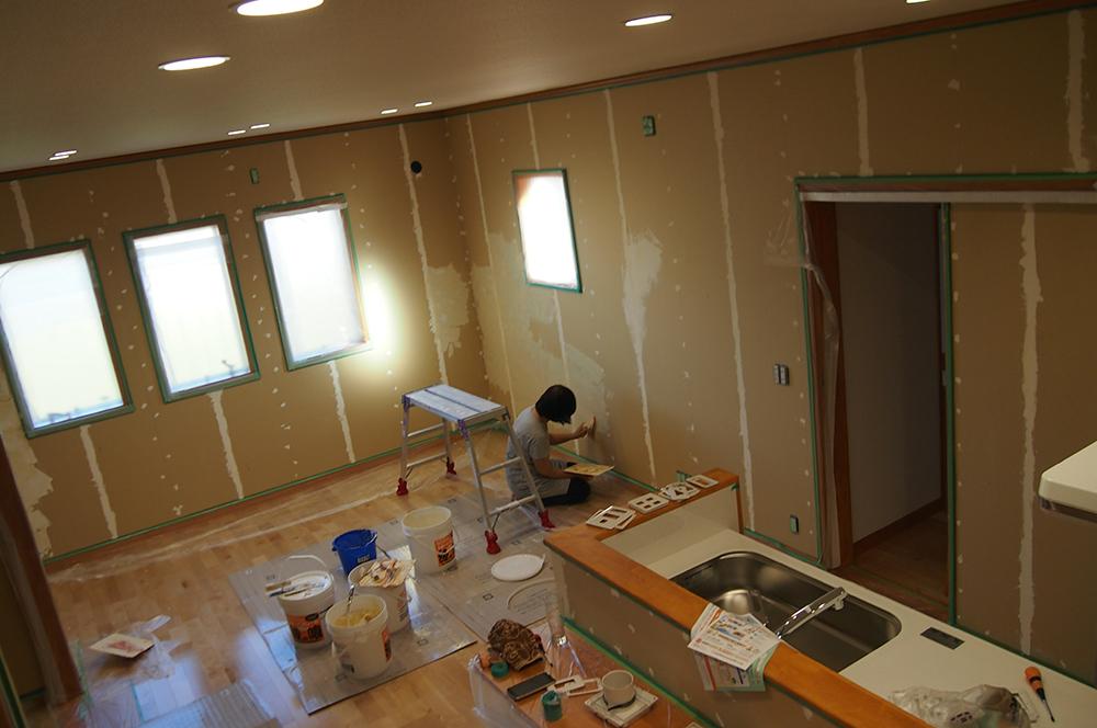 漆喰塗り・下準備・140坪の新築住宅の壁を自分達の手で!