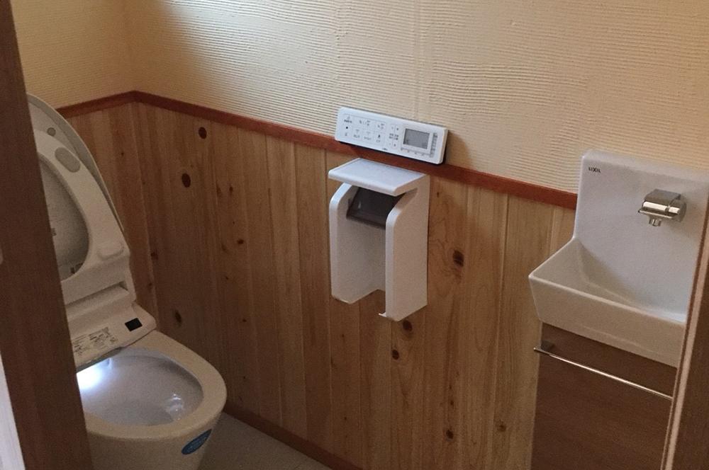 漆喰・トイレ・プロ顔負けのハケ引き仕上げが美しい!